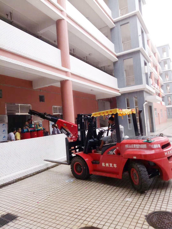 学校设备吊装