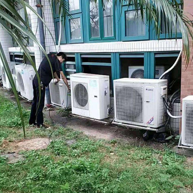 空调清洗保养现场