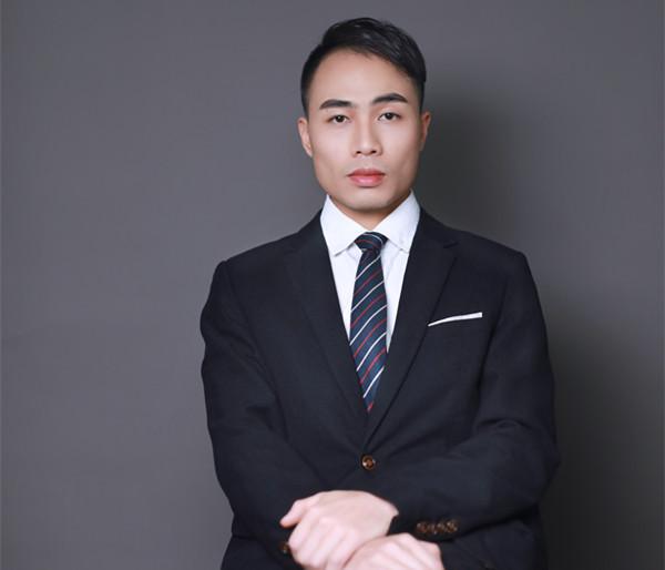何梓浩-设计师