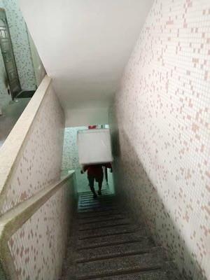 楼梯房搬家