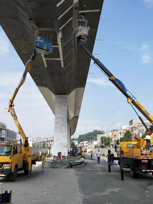 高空车路桥维修作业