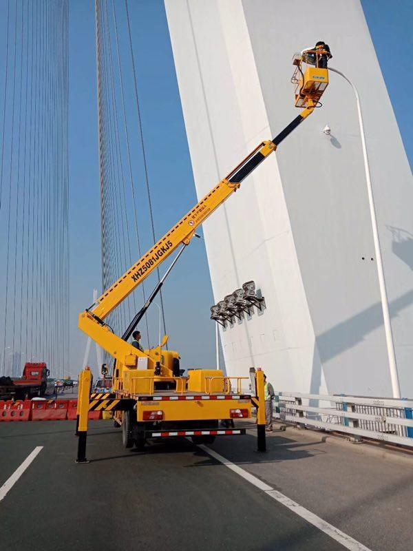 高空车路桥维修