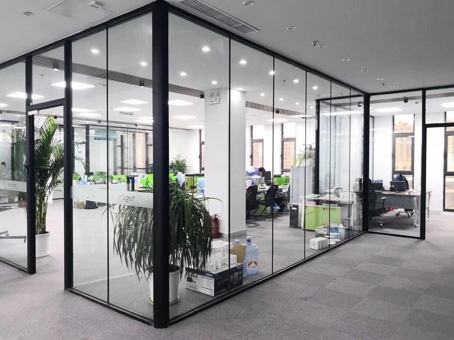 透明玻璃办公室隔断制作安装