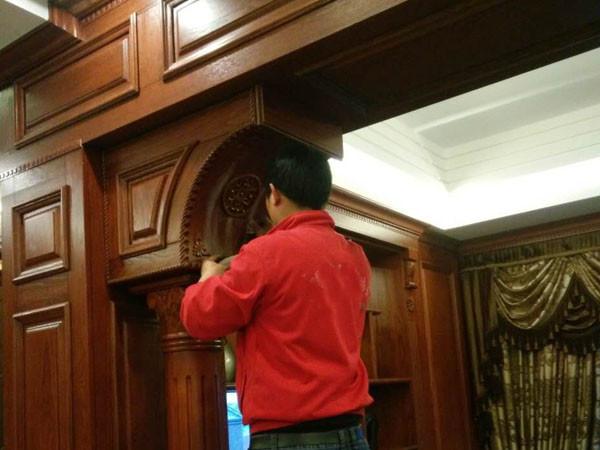 旧门翻新刷漆。旧木门翻新刷漆